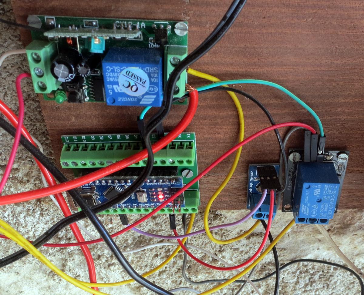 Gros plan sur l'arduino et le récepteur 433 mhz